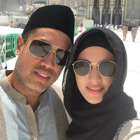Nia Ramadhani dan Ardi Bakrie saat menjalani ibadah haji. (Instagram/ramadhaniabakrie)