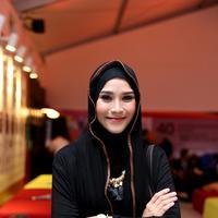 Pemeran yang dalam sinetron Para Pencari Tuhan  ini mengakui bahwa setelah dirinya resmi menutup auratnya dengan mengenakan hijab, ia menjadi lebih terkenal. Dan makin banyak mendapatkan tawaran. (Andy Masela/Bintang.com)