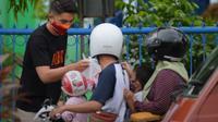 Borneo FC membagikan takjil untuk umat muslim yang berpuasa. (Dok Borneo FC)