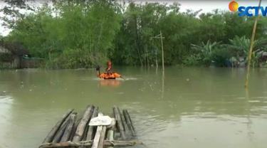 Peristiwa naas tersebut bermula saat Ulifatul Lutfia Mayasa bersama temannya Arum naik rakit bambu di area banjir. Saat asik bermain, Ulifatul tiba-tiba terjatuh dan langsung tenggelam.