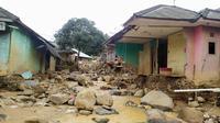 Kondisi sejumlah rumah warga usai banjir menerjang Kecamatan Sukajaya, Kabupaten Bogor, Jawa Barat. (Liputan6.com/Achmad Sudarno)
