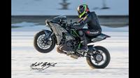 Kawasaki Ninja H2 diharuskan wheeli dengan kecepatan diatas 206,04 km/jam.