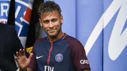 Melepas Neymar ke Paris Saint-Germain. Neymar datang ke Barcelona saat Bartomeu menjabat Wakil Presiden Barcelona pada 2013. Pada 2017 saat duetnya dengan Lionel Messi begitu memukau, justru rela melepasnya ke PSG tanpa ada keinginan untuk mempertahankannya. (AFP/Lionel Bonaventure)