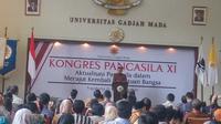 Wakil Presiden Jusuf Kalla (JK) memaparkan pengalaman hidupnya yang berkaitan dengan Pancasila saat membuka Kongres Pancasila XI di Balai Senat UGM, Kamis (15/8/2019). (Liputan6.com/ Switzy Sabandar)