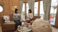 Cocoons, kabin dengan tema Hello Kitty di The Grand Chariot Hokuto Shichisei, Jepang. (Yomiuri Shimbun/AP Images)