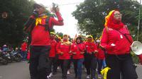 Ilustrasi - Buruh Bandung berdemonstrasi menuntut kenaikan UMK. (Foto: Liputan6.com/Arie Nugraha)