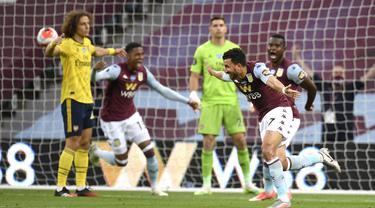 Pemain Aston Villa Trezeguet melakukan selebrasi usai mencetak gol ke gawang Arsenal pada pertandingan Liga Premier Inggris di Villa Park, Birmingham, Inggris, Selasa (21/7/2020). Aston Villa menang 1-0. (AP Photo/Peter Powell, Pool)
