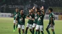 Pemain Persebaya, Rendy Irawan rayakan gol ke gawang Persik (Liputan6.com/ Dimas Angga P)