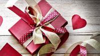 Berikut beberapa tips untuk membungkus hadiah seperti profesional.