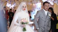 Setelah melakukan akad nikah pada Jumat (8/2), Vicky Prasetyo dan Angel Lelga menggelar resepsi pernikahan. Kedua pasangan ini menggelar resepsi pernikahan secara mewah di kawasan Ancol. (Nurwahyunan/Bintang.com)