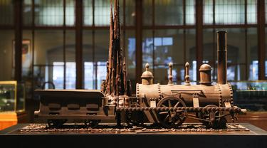 Cokelat berbentuk kereta terlihat dalam pameran Choco Loco di Train World Museum (Museum Dunia Kereta) yang berada di Brussel, Belgia (15/12/2020). Choco Loco adalah sebuah pameran yang menampilkan berbagai patung dari cokelat bertema kereta api. (Xinhua/Zheng Huansong)