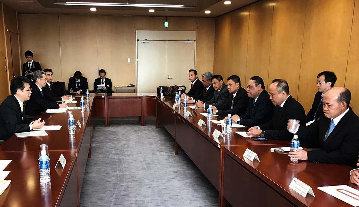 Suasana pertemuan Wakapolri Komjen Syafruddin dengan Commissioner General National Police Agency Japan (NPA) Mr. Masayoshi Sakaguchi saat melakukan kunjungan kerja di Tokyo, Jepang, (7/12). (Dok Polri)