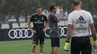 Gelandang Real Madrid, Toni Kroos mengikuti sesi latihan tim di Florida International University di Miami, Florida, (29/7). Madrid akan bertanding melawan Manchester United di International Champions Cup pada hari Selasa di Miami. (AP Photo/Ellis Rua)