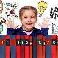 Anak cerdas dengan buku. (Foto: Oberholster Venita/ Pixabay)