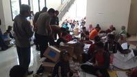 Kapolres Kebumen memantau pelipatan surat suara di gudang KPU Kabupaten Kebumen. (Foto: Liputan6.com/Polres Kebumen/Muhamad Ridlo)