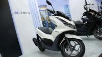 Honda PCX e:HEV (Oto.com)
