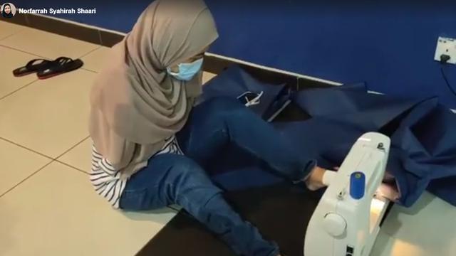 Inspiratif, Wanita Difabel Menjahit APD dengan Kakinya untuk Tenaga Medis