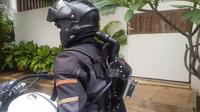 Helm AC Vatanukul (Sumber: YouTube/Sandeep Dahiya)