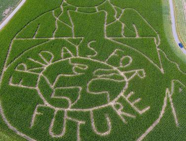 Potret Aktivis Iklim Greta Thunberg Hiasi Ladang Jagung di Jerman