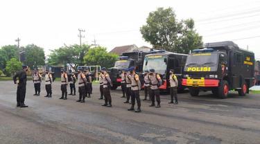 Brimob Jatim BKO ke NTT bantu korban bencana (Dian Kurniawan/Liputan6.com)
