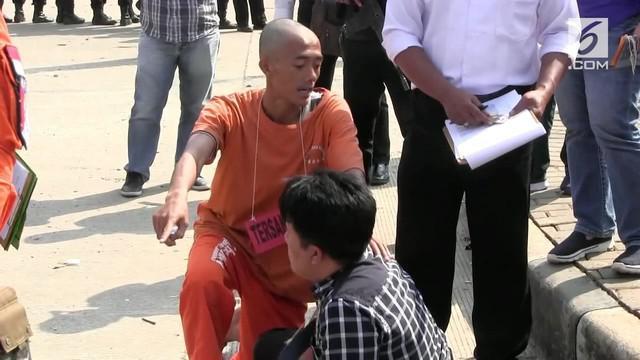 Polrestabes Bandung menggelar rekonstruksi pengeroyokan yang berimbas pada tewasnya suporter Persija, Haringga Sirila.