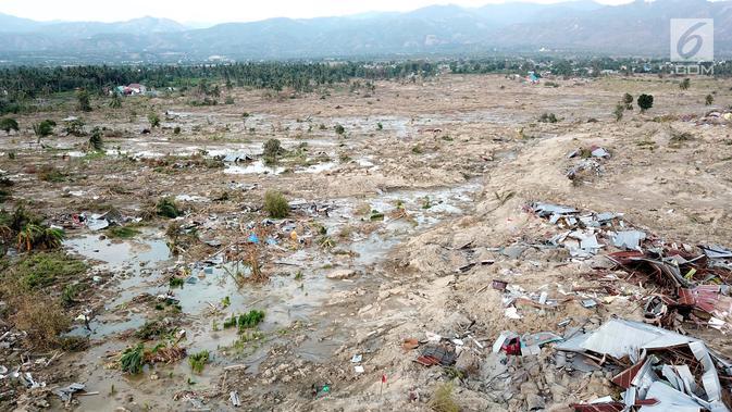 Pantauan udara ratusan rumah terendam lumpur dan tanah di Petobo, Palu, Sulawesi Tengah, Rabu (3/10). Fenomena likuifaksi merupakan hilangnya kekuatan tanah akibat besarnya massa dan volume lumpur yang keluar pasca gempa. (Liputan6.com/Fery Pradolo)#source%3Dgooglier%2Ecom#https%3A%2F%2Fgooglier%2Ecom%2Fpage%2F%2F10000
