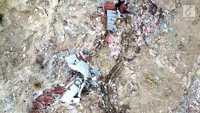 Pantauan udara ratusan rumah terendam lumpur dan tanah di Petobo, Palu Selatan, Sulawesi Tengah, Rabu (3/10). Fenomena likuifaksi tersebut terjadi pasca gempa berkekuatan 7,4. (Liputan6.com/Fery Pradolo)#source%3Dgooglier%2Ecom#https%3A%2F%2Fgooglier%2Ecom%2Fpage%2F%2F10000