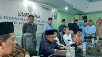Ustaz Abdul Somad mendatangi kantor MUI di Jakarta. (Liputan6.com/Yopi Makdori)