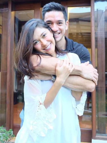 [Bintang] 11 Tahun Menikah, Ini Foto Mesra Nana Mirdad dan Andrew White
