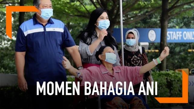 Seiring dengan membaiknya kondisi Ani Yudhoyono, ia akhirnya diperbolehkan keluar kamar dan berjalan-jalan di sekitar rumah sakit. Ditemani sang suami dan juga menantunya.