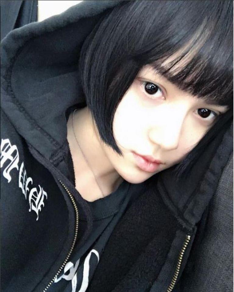 Meskipun tanpa makeup, wajah Kina Shen tetap mirip barbie kok.