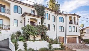 Bagian depan rumah Vanessa Hudgens yang baru dijual. (dok. Mansion Global)