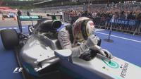 Ekspresi pebalap Mercedes, Lewis Hamilton, setelah finis pertama balapan F1 GP Austria di Sirkuit Red Bull Ring, Austria, Minggu (3/7/2016). (Bola.com/Twitter/F1)