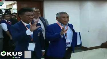 Kedatangan rombongan disambut Komisioner KPU Ilham Saputra di lantai dua gedung KPU.