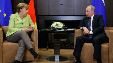 Kanselir Jerman Angela Merkel dan Presiden Rusia Vladimir Putin-AP-20170502