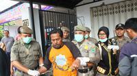 Razia orang gila oleh kepolisian dan Satpol PP di Kota Malang, Jawa Timur (Liputan6.com/Zainul Arifin)
