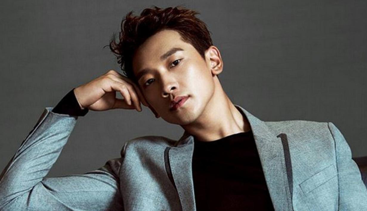 Rain merupakan salah satu selebriti Korea Selatan yang punya wajah tampan menawan. Meskipun sudah berumur 36 tahun, pemilik nama Jung Ji Hoon ini tetap terlihat tampan. (Foto: soompi.com)
