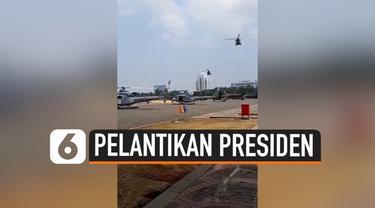 Sembilan helikopter TNI terlihat terparkir di Pintu Parkir Timur Monas siang ini. Kelima Helikopter tersebut hendak latihan guna ikut mendukung pengamanan pelantikan presiden Minggu besok (20/10/2019).