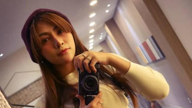 Penyanyi cantik Liza Aditya telah merilis single keduanya yang berjudul 'Kisah yang Salah'. Proses pembuatan video klip dibuat di Boyolalu hingga Korea Selatan.