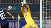 Kiper Timnas Korea Selatan U-23, Cho Hyun-woo, saat menghalau serangan Jepang di final Asian Games 2018 di Stadion Pakansari, Cibinong, Sabtu (1/9/2018). (Bola.com/Dok. INASGOC)