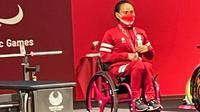 Ni Nengah Widiasih usai mendapat pengalungan medali perak di Paralimpiade Tokyo 2020. (Dokumentasi Gatot Dewa Broto/Kemenpora)