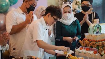 6 Potret Rey Bong Bintang Sinetron Dari Jendela SMP SCTV Rayakan Ultah, Resmikan Restoran Miliknya