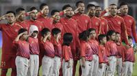 Pemain Timnas Indonesia saat melawan Malaysia pada laga kualifikasi Piala Dunia 2022 di SUGBK, Jakarta, Kamis (5/9). Indonesia takluk 2-3 dari Malaysia. (Bola.com/M Iqbal Ichsan)