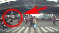 Bule marahi pengendara bermotor yang melanggar (instagram: @dashcam_owners_indonesia)