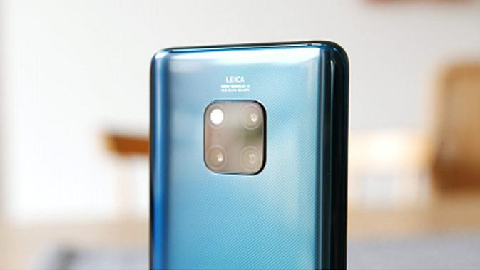 Samsung Galaxy S10+ dan Huawei Mate 20 Pro sama-sama memiliki banyak keunggulan. Namun, mana yang lebih baik? (foto: Huawei).
