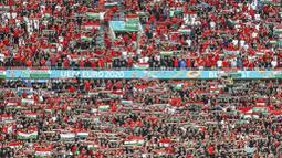 Puskas Arena tampak penuh saat Timnas Hungaria menghadapi Portugal pada laga perdana Grup F Piala Eropa 2020. Ada sekitar 60.000 lebih penonton yang datang langsung ke stadion. (Bernadett Szabo/Pool via AP)