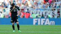 Ekspresi pemain Argentina, Lionel Messi setelah gagal mengeksekusi penalti dalam  laga Grup D Piala Dunia 2018 antara Argentina dan Islandia di Stadion Spartak, Moskow, Rusia, Sabtu (16/6). Pertandingan berakhir imbang 1-1. (AP Photo/Ricardo Mazalan)