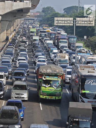 Contraflow Dibuka, Tol Jakarta-Cikampek Tetap Macet