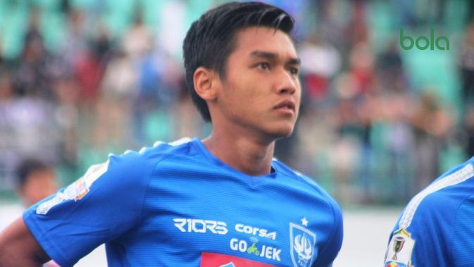 Septian David Maulana melakoni debutnya bersama PSIS Semarang, Selasa (5/2/2019) di Stadion Moch. Soebroto, Magelang. (Bola.com/Vincentius Atmaja)