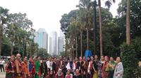 Beragam motif sarung fashion show Festival Sarung 2019 (dok. liputan6.com/Adinda Kurnia)